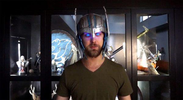 Deze helm laat je ogen licht geven zoals die van Thor