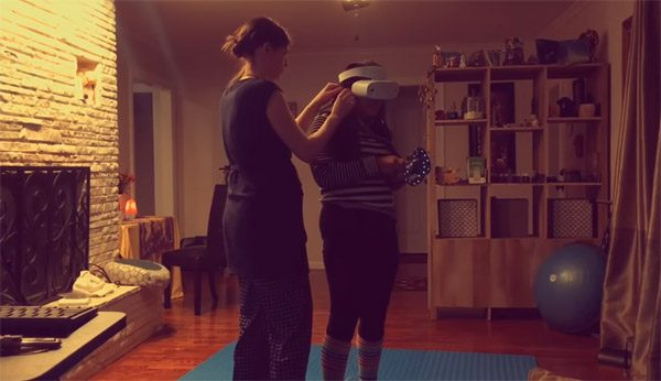 Vrouw laat granaat vallen in VR en zet het op een lopen