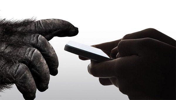 Zo wordt het oersterke glas van je smartphone gemaakt