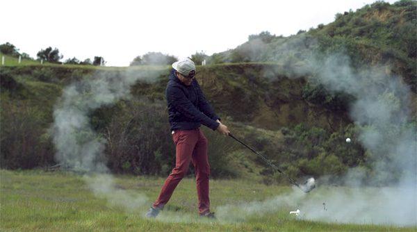 Deze raket-golfclub slaat ballen met 240 kilometer per uur
