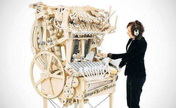 Dit wonderlijke muziekinstrument speelt met knikkers