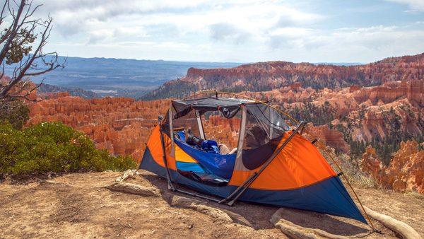 Tammock: de chille combinatie van een tent en een hangmat