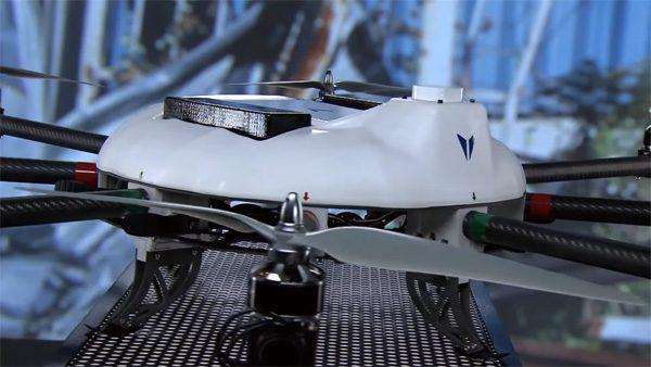 Rustgevende video toont de bouw van een drone