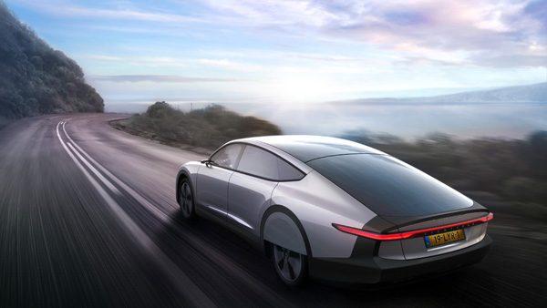 Lightyear One: een auto met zonnepanelen van Nederlandse bodem