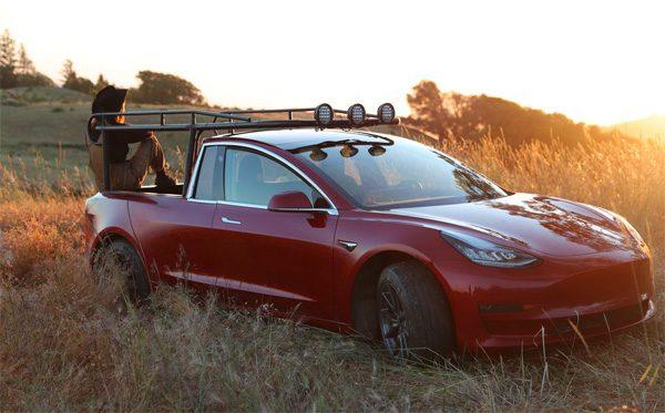 Een tot pick-up omgebouwde Tesla Model 3