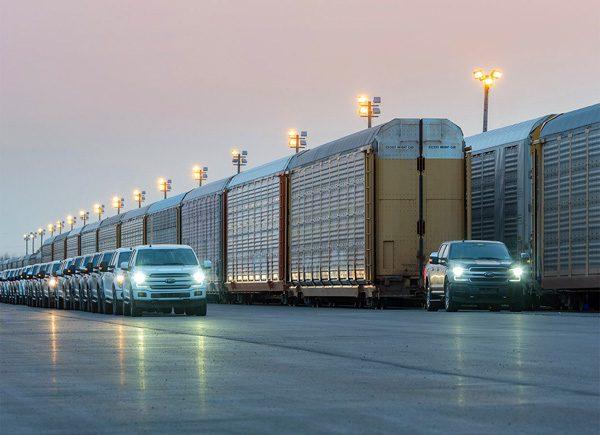 De elektrische pickup van Ford is sterk genoeg om een trein te trekken