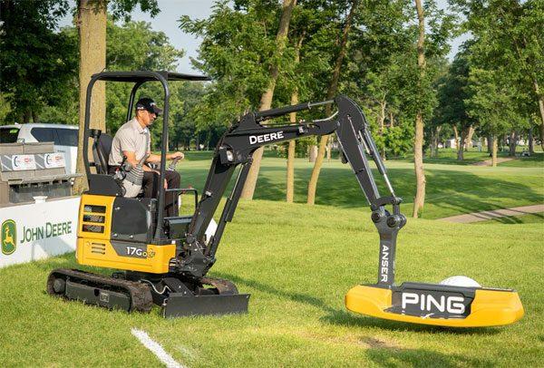 John Deere heeft een gigantische golf-putter gebouwd
