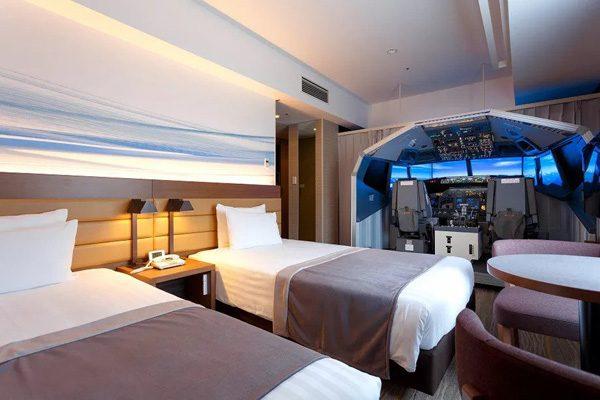 Deze Japanse hotelkamer is voorzien van een flight simulator