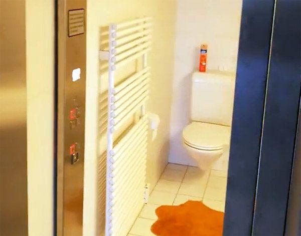 Deze wonderlijke badkamer heeft het uiterlijk van een lift