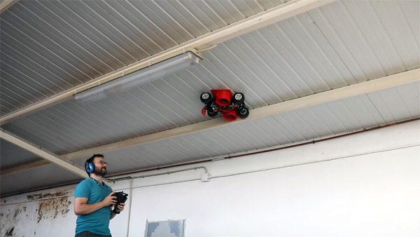 Enthousiaste knutselaar bouwt karretje dat op het plafond kan rijden