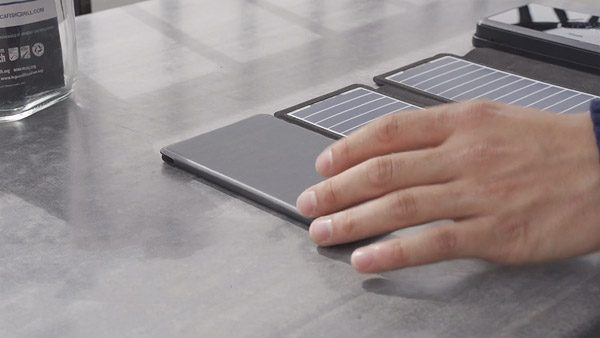 SolarBar: een opvouwbare set zonnepanelen die goed scoort op Kickstarter