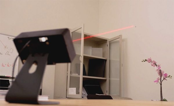 Dit apparaatje laat met lasers zien waar muggen zich bevinden