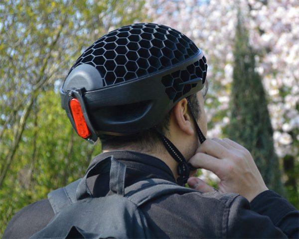 Cyclo: een opvouwbare fietshelm gemaakt van gerecycled plastic