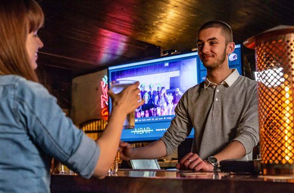 Dankzij kunstmatige intelligentie sta je minder lang in de rij bij de bar