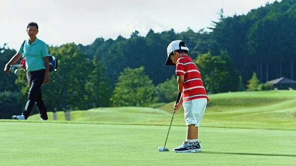 Nissan heeft een golfbal ontwikkeld die automatisch de hole vindt