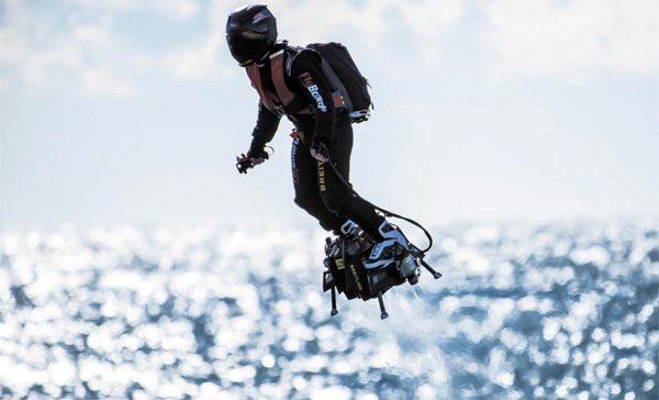 Franse hoverboard-uitvinder steekt het Kanaal over