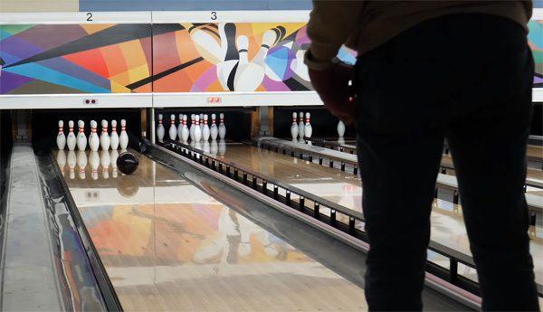 Innovatieve bowlingbal beweegt mee met degene die 'm gooit