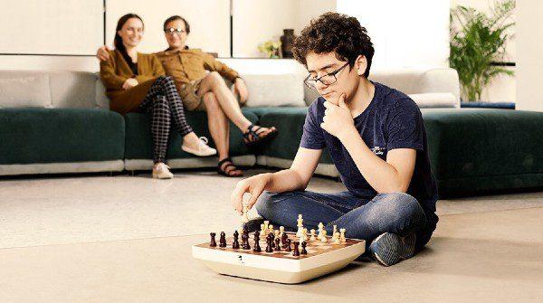 Square Off Neo: een robot-schaakbord met kunstmatige intelligentie