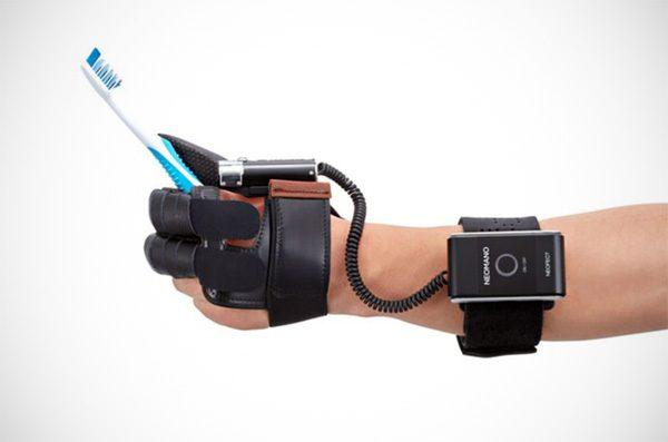 Neomano: de handschoen voor mensen met een verlamde hand