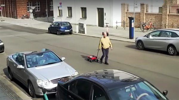 Duitser brengt Google Maps in de war met karretje vol smartphones
