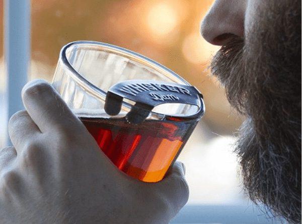 Whisker Dam: bescherm je snor tijdens het drinken