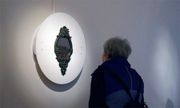 Antivanity Mirror: de spiegel waarin je jezelf niet kunt zien