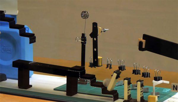 Japanse wetenschappers hebben een onzichtbare Rube Goldberg machine gebouwd