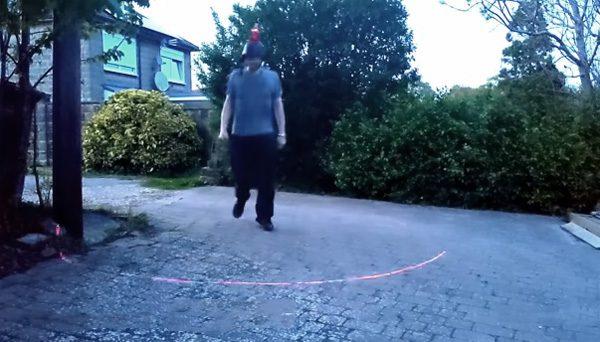 Social Distancing Helmet projecteert met een laser een veilige cirkel