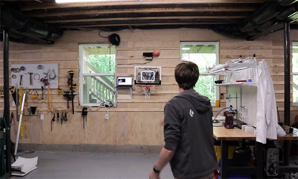 Robotisch basketbalbord zorgt ervoor dat je nooit mist