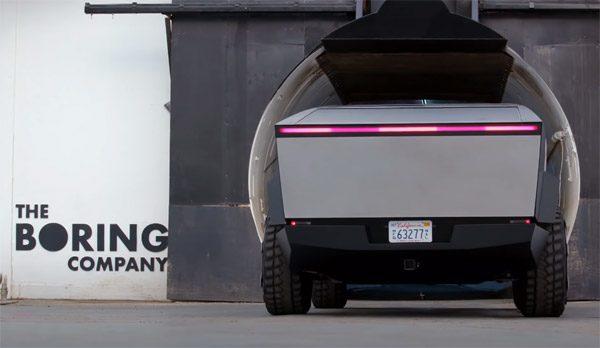 Jay Leno rijdt met Elon Musk in een Cybertruck door tunnel van The Boring Company