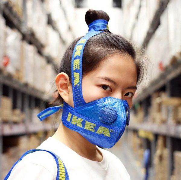 Chinese kunstenaar maakt mondmaskers van IKEA-tassen