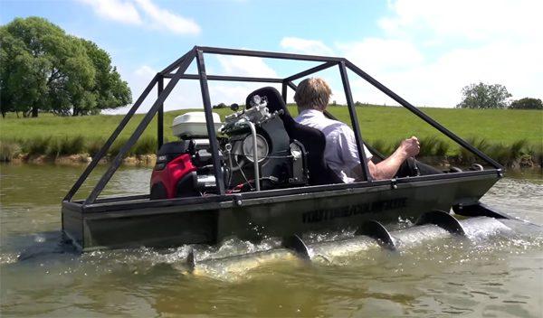 Colin Furze heeft een drijvende Screw Tank gebouwd