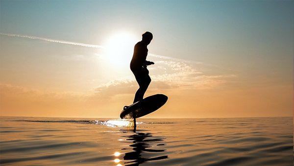 Waydoo Flyer One draagvleugel-surfplank is hit op Kickstarter