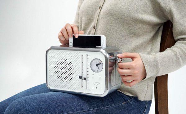 Phone Toaster: een draadloze lader die je smartphone reinigt met UV-licht
