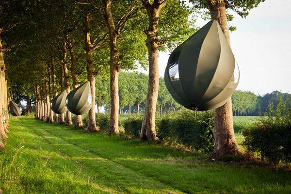 De hangende avocadotenten van de Nederlandse kunstenaar Dre Wapenaar