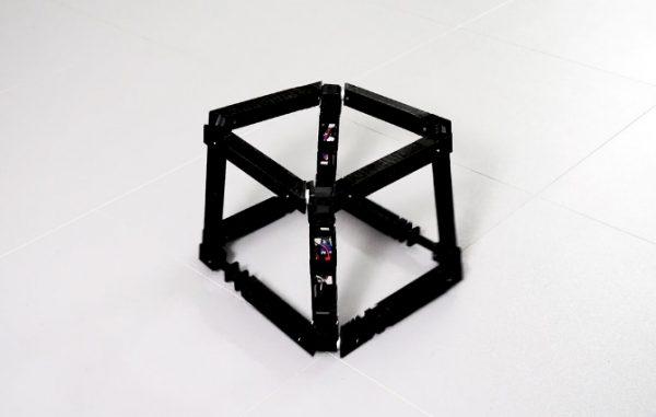 De hypnotiserende robotkunst van Katsumoto Yuichiro