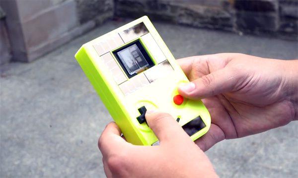 Deze experimentele GameBoy draait onbeperkt op zonne- en drukenergie