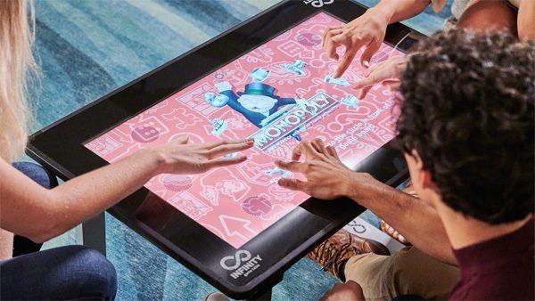 Infinity Game Table: een touchscreen-tafel voor digitale bordspellen