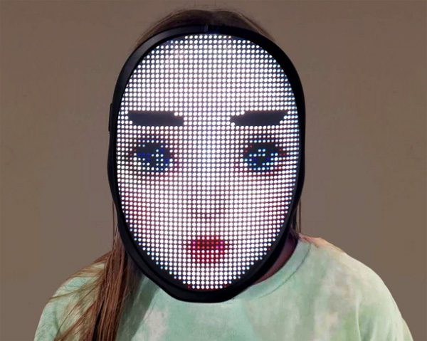 Het What's Your Face masker bevat 2.000 gekleurde LEDs
