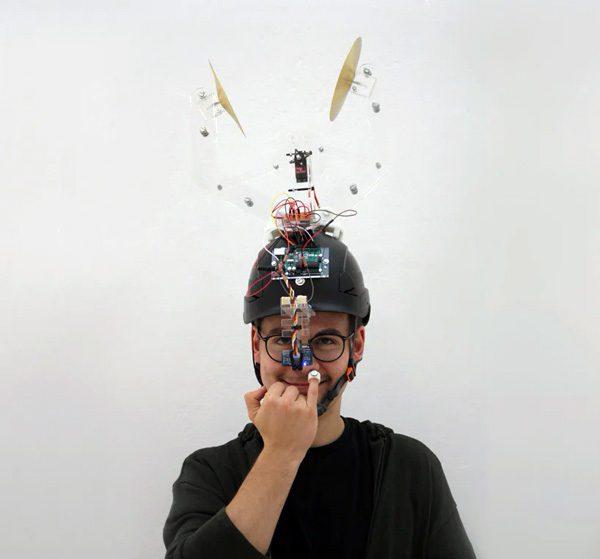De Booger Helmet helpt je om te stoppen met neuspeuteren