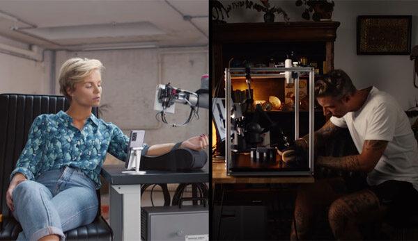 Tatoeage-kunstenaar zet tatoeage via het internet en een robotarm