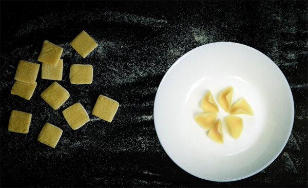Morphing Pasta: platte pasta die pas in de pan zijn vorm krijgt