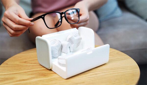 Deze automatische brillenpoetser is een hit op Kickstarter